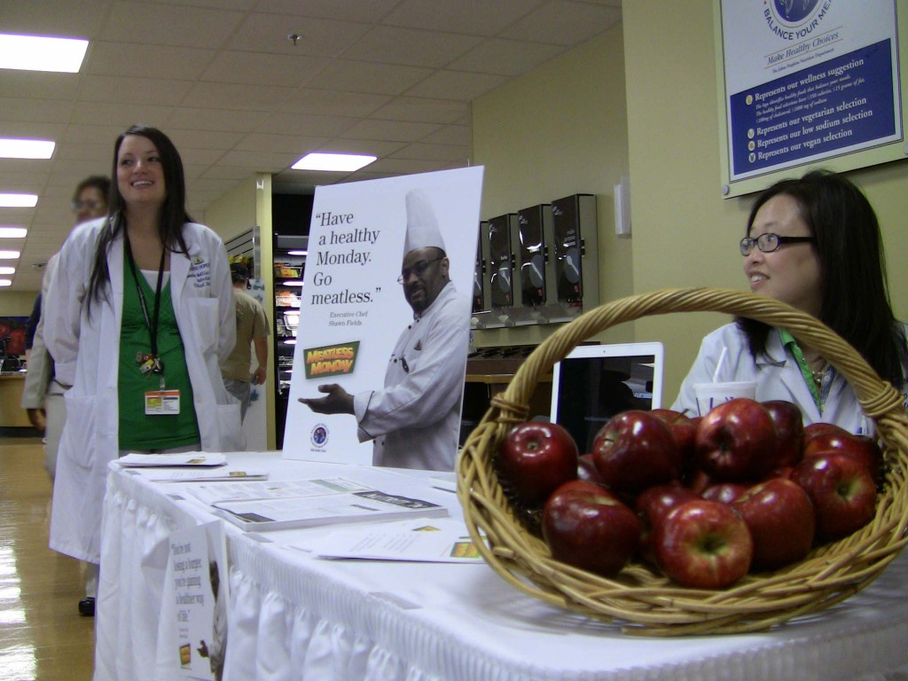 Johns Hopkins Hospital Clinical Dietitians Answering Questions at Meatless Monday Kickoff